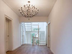 villa-baarn-glad-pleisterwerk-met-platte-plint-op-plafond